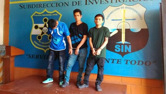 PNC de San Salvador captura con un arma y drogas a tres presuntos asaltantes