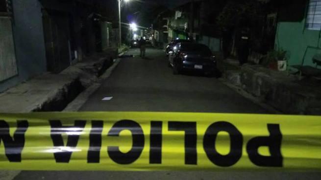 Sujetos armados que se conducían en un auto asesinan a dos hermanos en Mejicanos