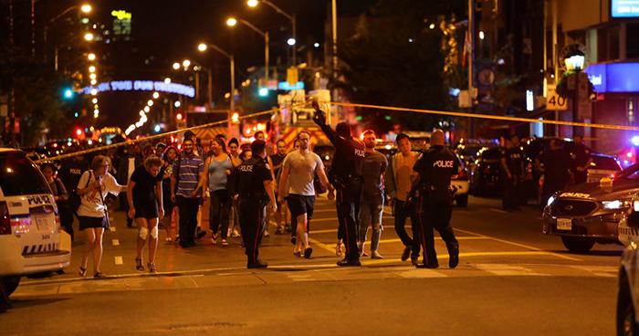 Al menos dos muertos y 13 heridos deja tiroteo en un barrio de Toronto, Canadá