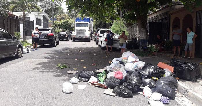 Ministerio de Salud pide a la alcaldía de Santa Tecla regularizar la recolección de basura