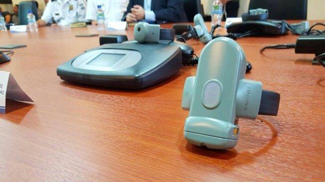 Presentan funcionamiento de brazaletes electrónicos para privados de libertad