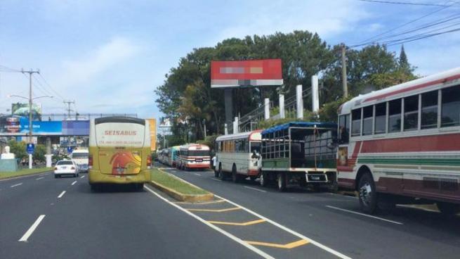 35 rutas de buses ya no pasaran por el bulevar Los Próceres en San Salvador