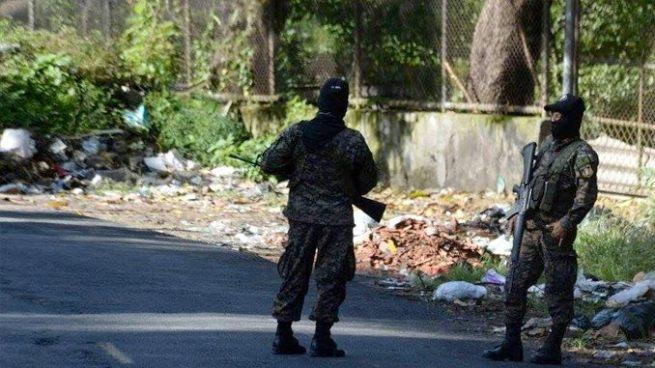 Hallan el cadáver de una persona envuelto en sabanas en Altos del Cerro, Soyapango