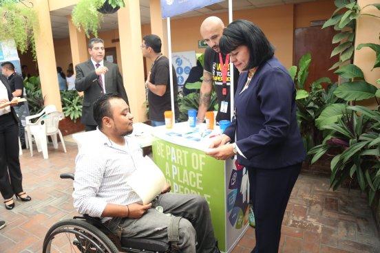 Inauguran feria de empleos para personas discapacitadas