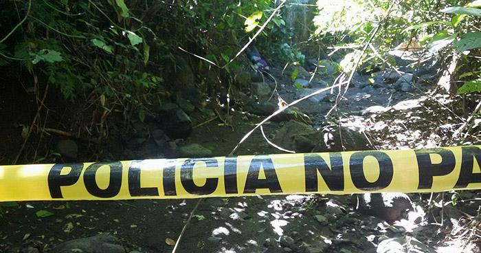 Encuentran el cadáver de una persona en quebrada de Mejicanos