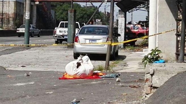 Encuentran cadáver envuelto en sábanas y desmembrado en Mejicanos