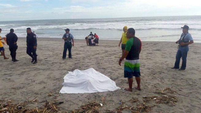 Hallan el cadáver de hombre que fue arrastrado por una corriente en playa San Diego