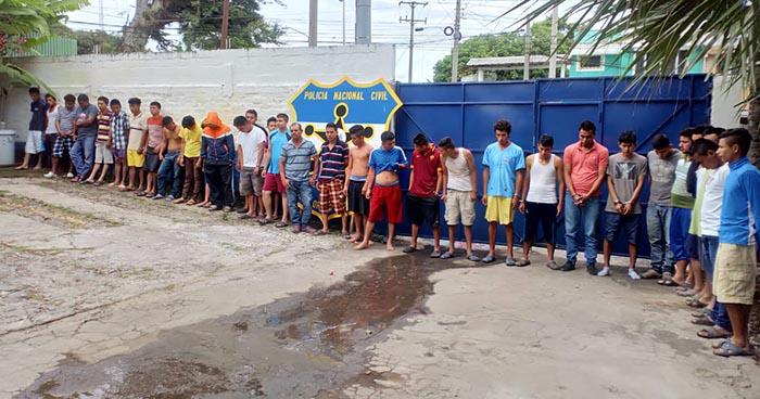 Capturan en Ahuachapán a más de una treintena de pandilleros, entre ellos un abogado