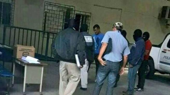 Capturan a 10 policías, 7 por colaborar con pandillas y 3 por robar y allanar inmueble