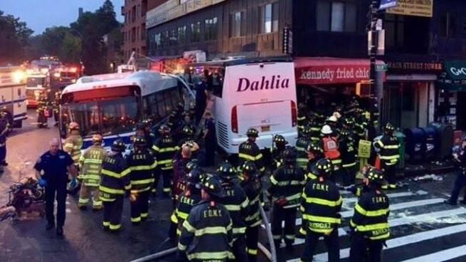 Al menos 3 muertos y varios heridos tras choque de autobuses en Nueva York