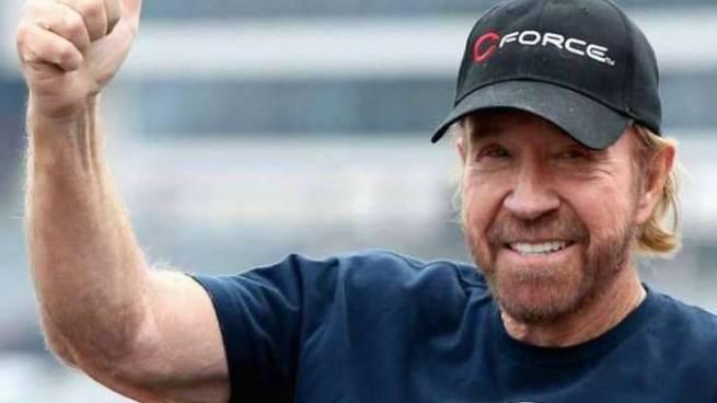 Chuck Norris sufre dos paros cardíacos en menos de una hora y sobrevive