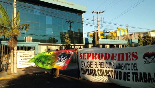 Sindicalistas cierran las instalaciones de la PDDH en todo el departamento de San Salvador