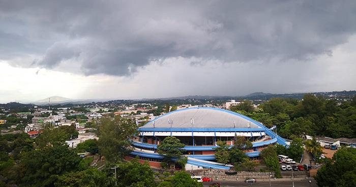 Probabilidad de lluvia para finales del día por paso de una Onda Tropical