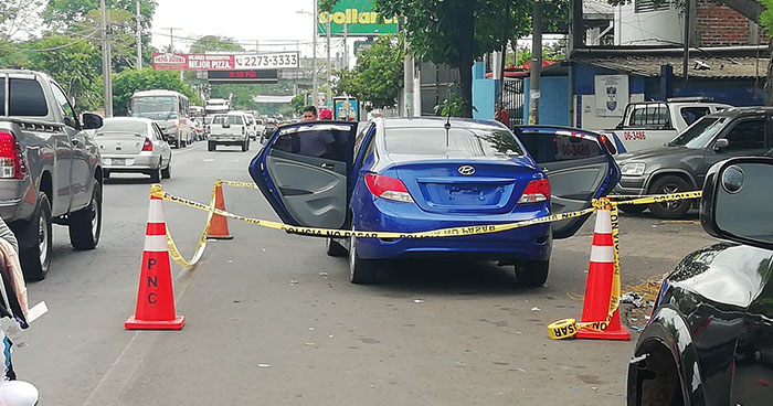 Abandonan auto sospechoso de contener explosivos, cerca del 911 en Sonsonate