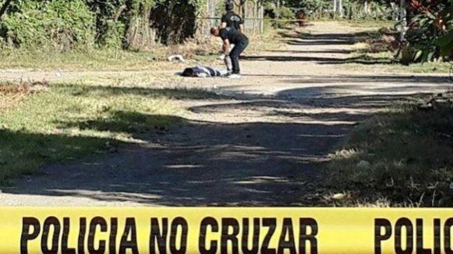 """Asesinan al """"comelón de pupusas"""" en una finca de El Carmen, Cuscatlán"""