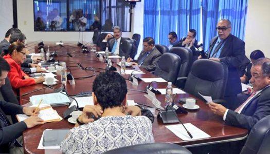 Comisión de Hacienda discuten propuestas a la reforma de pensiones a puerta cerrada