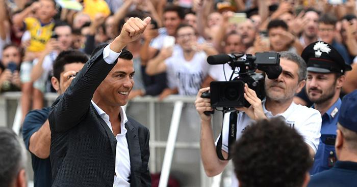 Cristiano Ronaldo desata la locura en su presentación con la Juventus