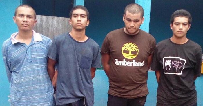 Capturan a cuatro sujetos que portaban más de 250 porciones de marihuana en Chalatenango