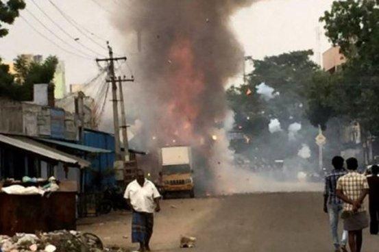 20 muertos tras la explosión de una fábrica de fuegos artificiales en la India