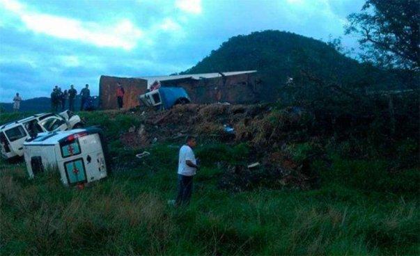 Múltiple accidente deja al menos 21 personas fallecidas en Brasil