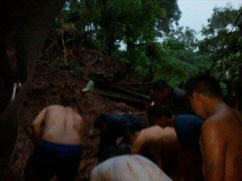 Joven muere soterrado tras derrumbarse una pared de su vivienda en Olocuilta
