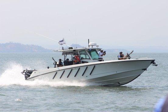Fuerza Naval realiza la búsqueda de lancha desaparecida con tres pescadores en Sonsonate