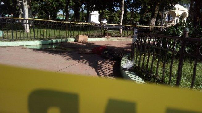 Encuentra el cadáver de un hombre en un parque de Santa Tecla