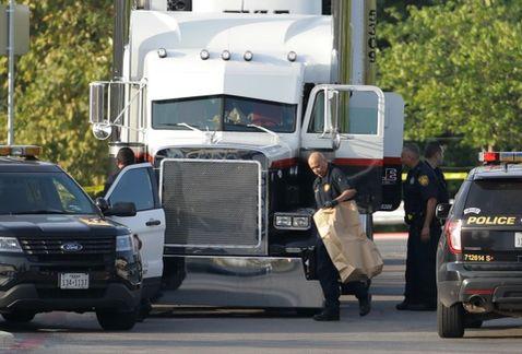 Suman 10 personas muertas encontradas al interior de un camión en Texas