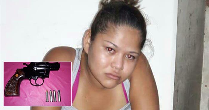 Cae colaboradora de pandillas que intentó huir de la policía con un revolver en Sonsonate