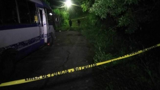 Un hombre vestido de negro disparo contra pasajeros de microbus en Apopa