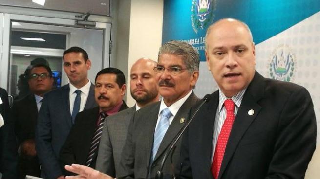 Diputados de ARENA acusan de espionaje a la cúpula del FMLN