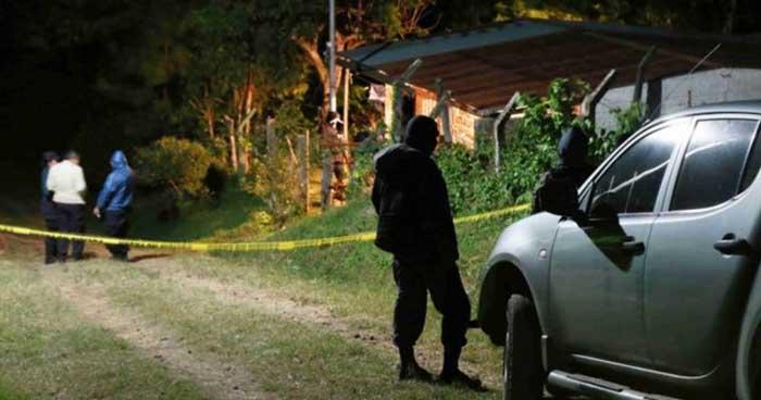 Asesinan a dos hombres al interior de una finca en Teotepeque, La Libertad