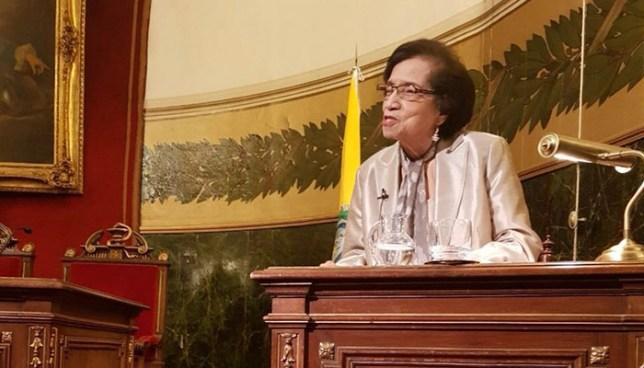 Real Academia Nacional de Medicina de España condecora a la doctora María Isabel Rodríguez