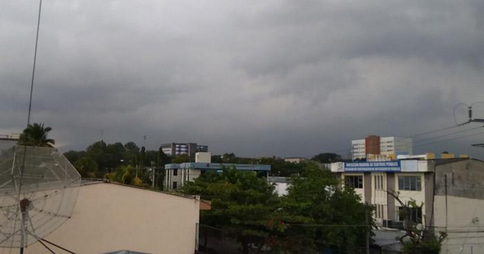 Probabilidad de lluvias leves con énfasis en la zona occidental del país