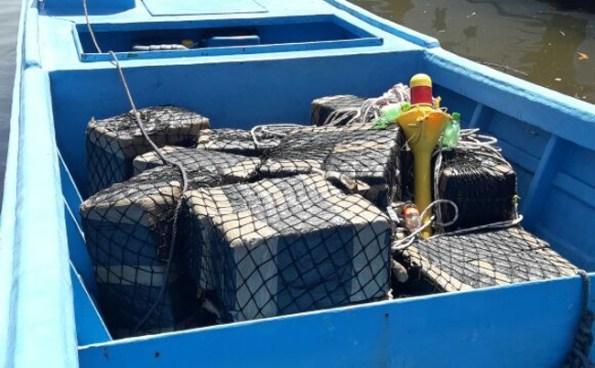 Incautan 473 kilos de cocaína valorados en más de $8 millones de dólares cerca del puerto de Acajutla