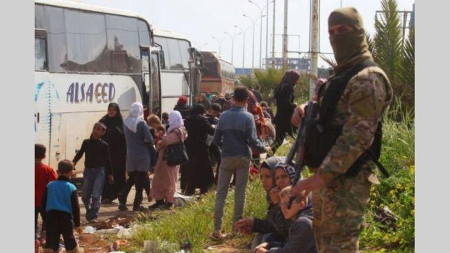 Civiles deseosos de ser evacuados en Siria