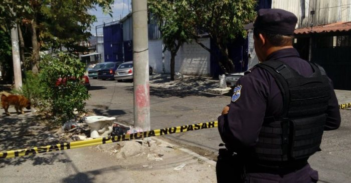A juicio policía que mato a un pandillero por defenderse