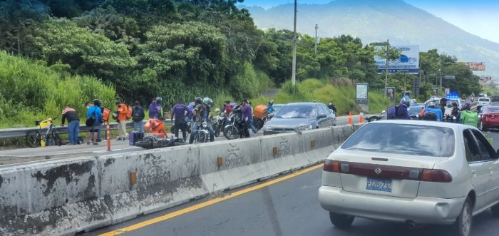 Dos motociclistas en estado crítico tras accidente en Avenida Jerusalén