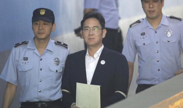 El heredero de Samsung es condenado a cinco años de prisión por corrupción