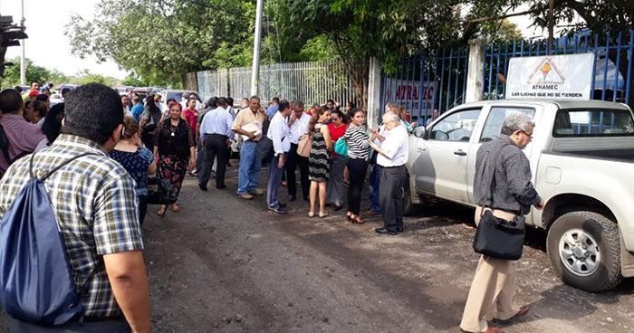 Empleados del MINED suspenden labores por incumplimiento de prestaciones