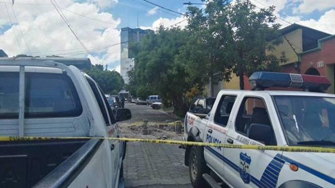 PNC encuentra granadas cerca de la puerta de una vivienda en San Salvador