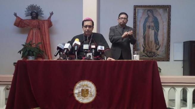 Arzobispo Escobar Alas pide a EE.UU. extender TPS a salvadoreños