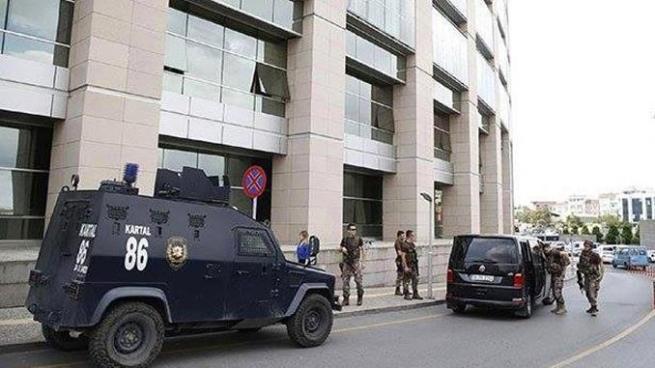 Una persona herida tras tiroteo entre grupos rivales cerca de un juzgado de Estambul