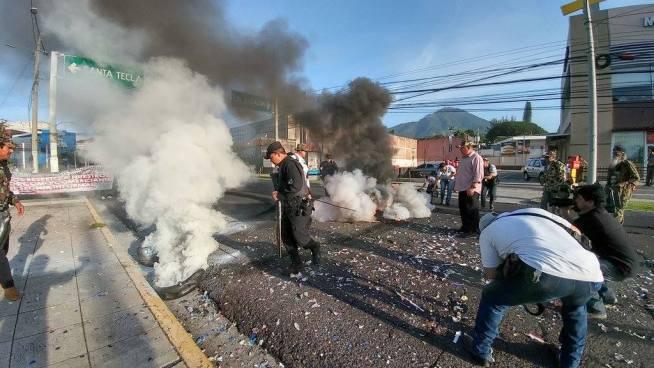 Veteranos de guerra protestan frente a El Salvador del Mundo