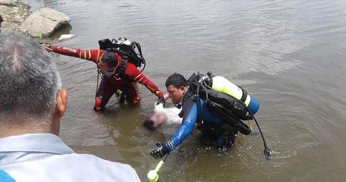 Rescatan el cadáver de un hombre que fue hallado flotando en el lago de Suchitlán
