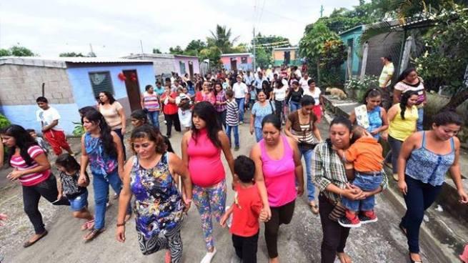 Entregan viviendas a familias salvadoreñas afectadas por la tormenta Ida