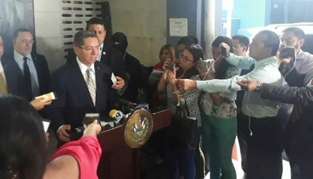 Fiscal pide añadir a la lista de los 100 más buscados al agente prófugo del GRP y a Enrique Rais