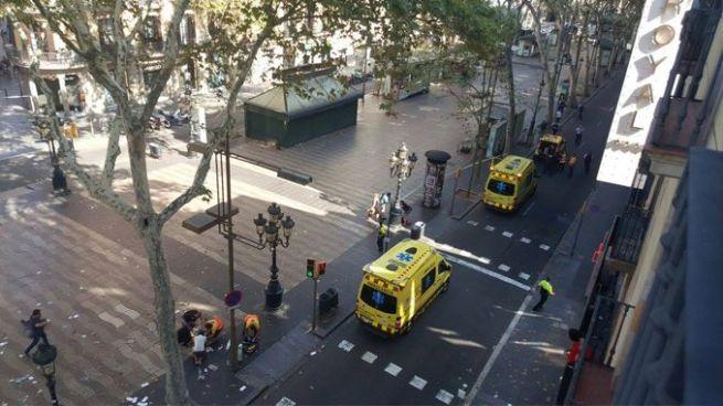 Furgoneta arrolla a varias personas en Barcelona, España