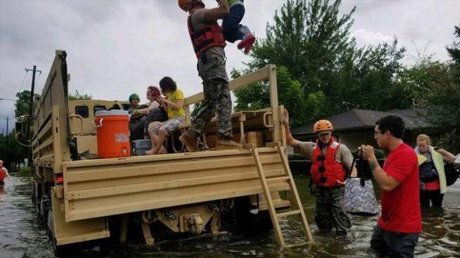Despliegan más de 24 mil soldados de Guardia Nacional para ayudar a víctimas de Harvey