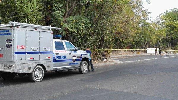 Pandilleros asesinan a balazos a hombre que se bajo en el lugar equivocado